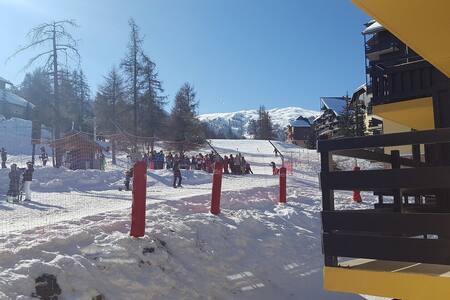 Joli studio skis aux pieds!