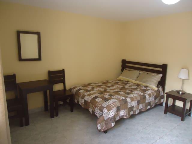 Cómoda Habitación + Desayuno y más - Cochabamba