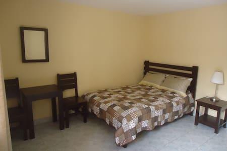 Cómoda Habitación + Desayuno y más - Bed & Breakfast
