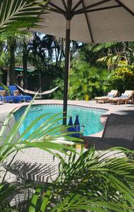 Relaxing Pool House-King Suite-2 blks to BEACH - Fort Lauderdale - House