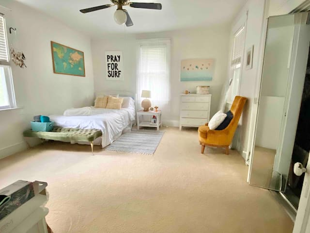 Large Cozy Apartment Near Beach