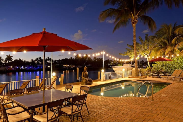 The beautiful back yard by the intracoastal waterway