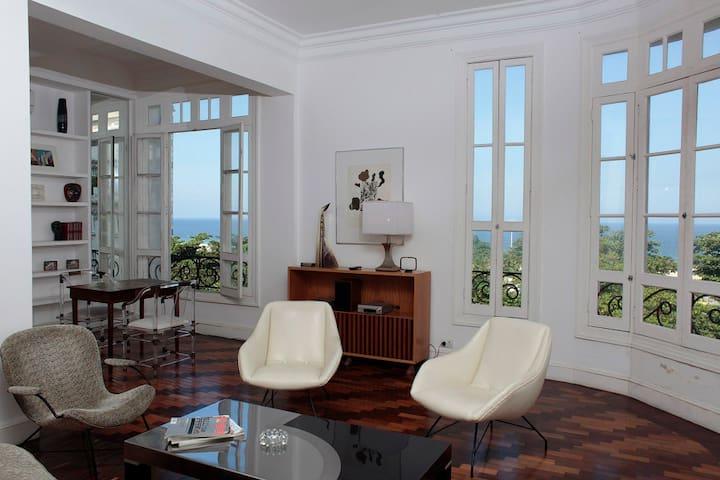 Amazing 2 BDR ocean view apartment in Copacabana
