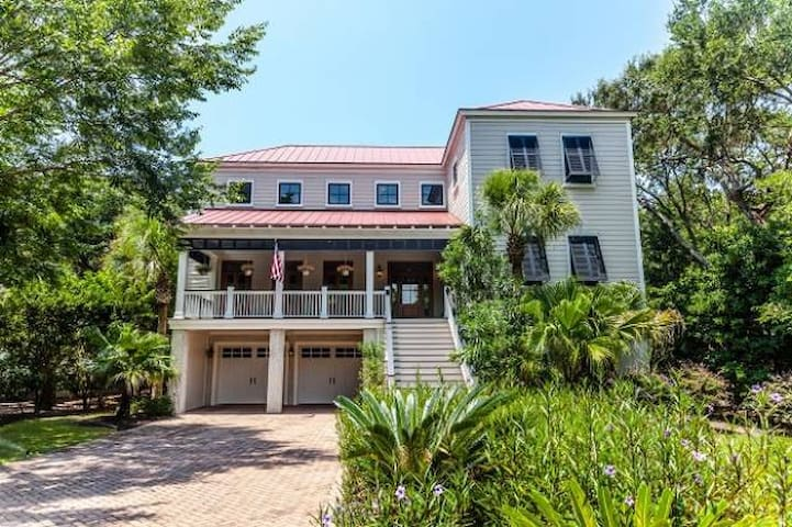 Wild Dunes Beach Property with a pool - Isle of Palms - House