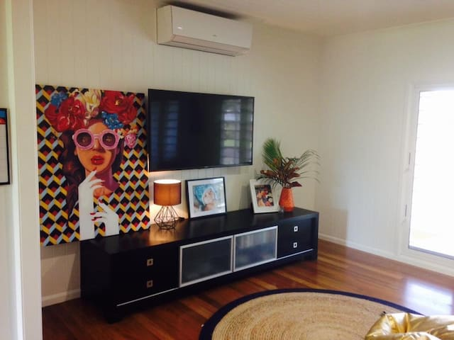 Tropical Luxury only Mins to Cairns CBD