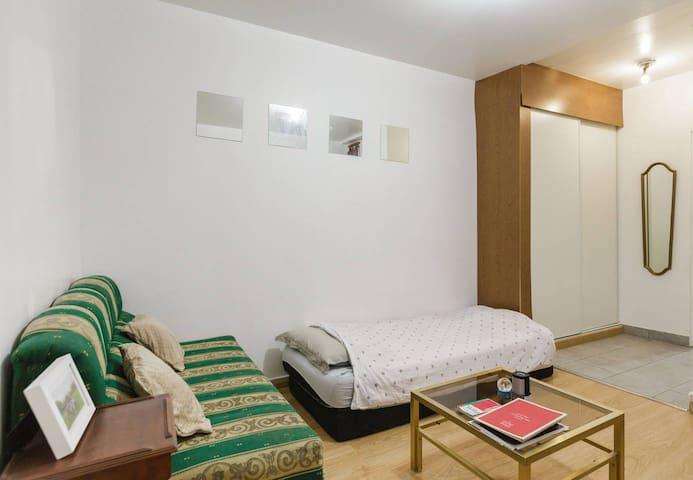 Chic 2 bedroom apartment in Paris