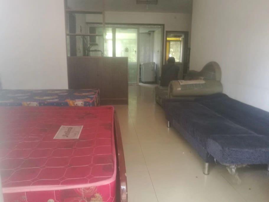 沙发和沙发床可睡,床单带你们买新的,房东自掏腰包哦⊙∀⊙!