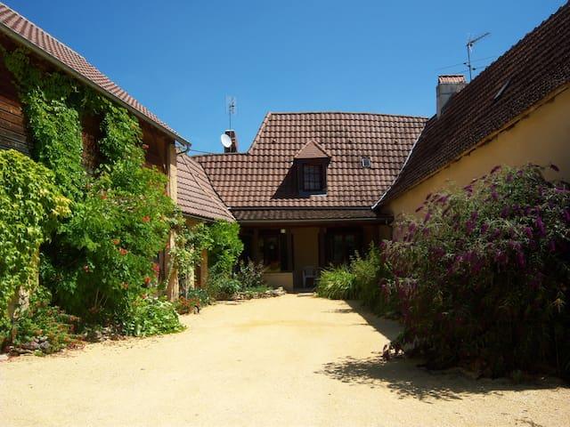 maison en pierres du pays - Auriac-du-Périgord - Hus