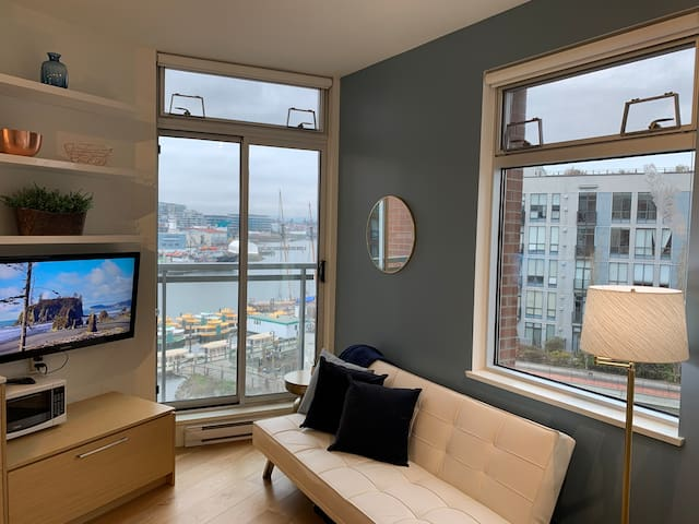 Harbourview Heritage Modern Microloft Sleeps 3