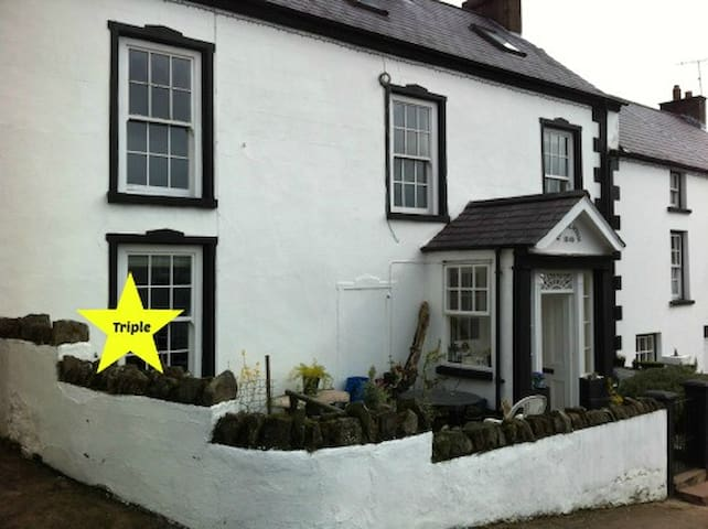 Rooms in the heart of the village - Cushendall - House