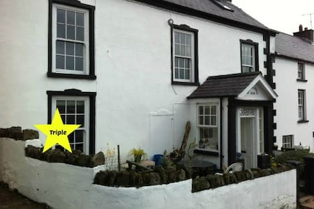 Rooms in the heart of the village - Cushendall - Haus