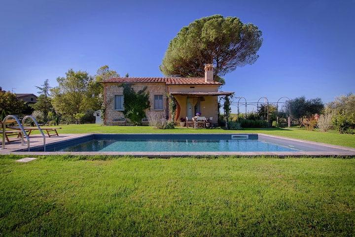 Villa voor 4 personen met privézwembad en tuin, dichtbij Cortona, mooie omgeving