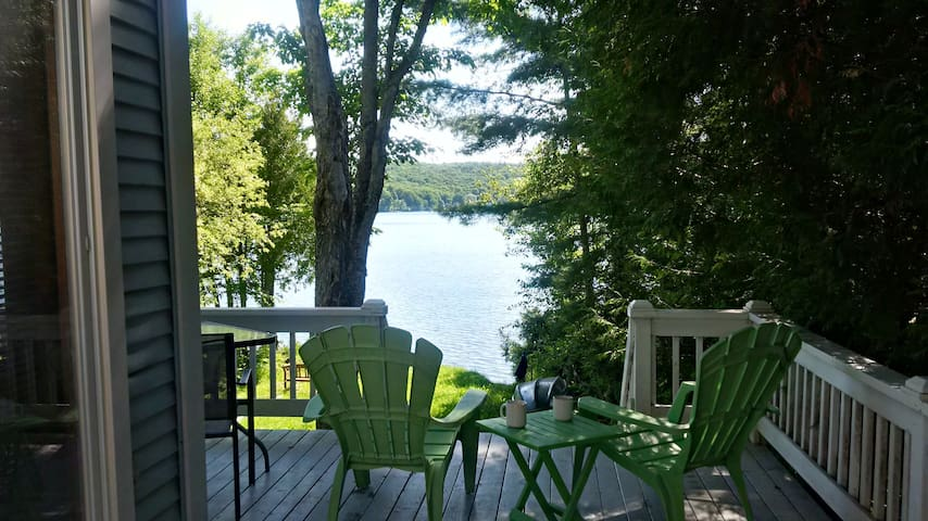 Cozy Lakefront Cottage in the Eastern Townships - Coaticook - Chalé