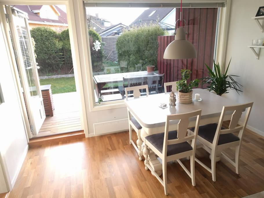 Dining table and exit to terrace