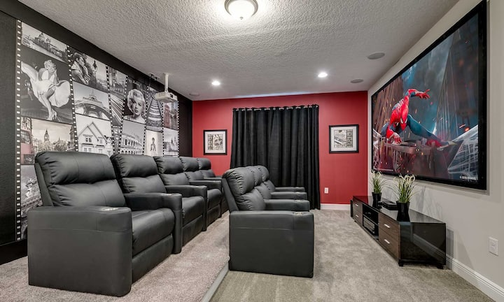 Spacious 8 Bdrm Home with Home Theater in Encore
