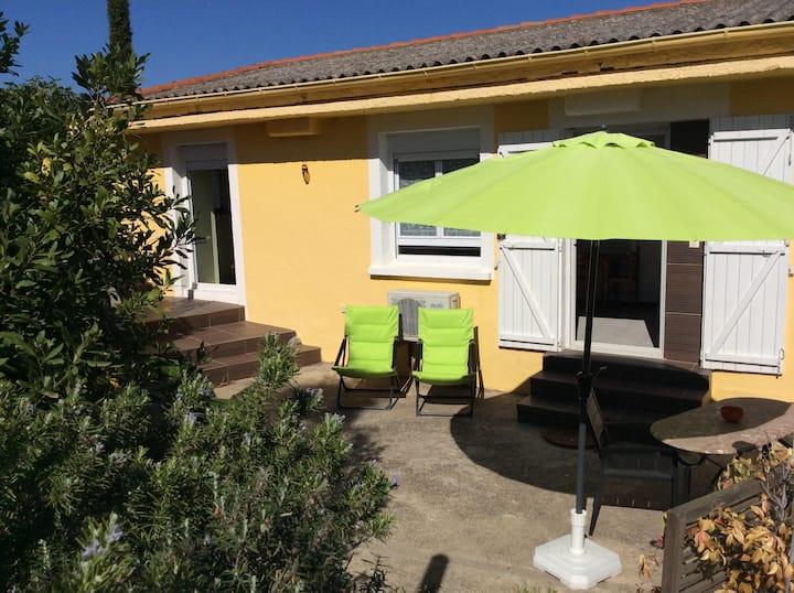 PORT VENDRES: maisonnette+terrasse+jardin+parking