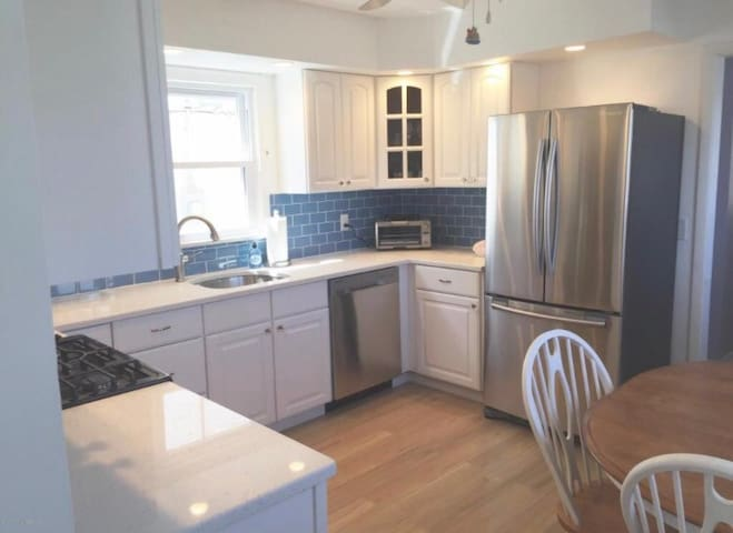 Newly renovated 1 block from beach - Bradley Beach - House
