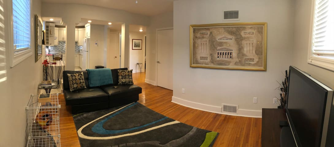 Comfortable 2BR Suite Close To Downtown &Amenities