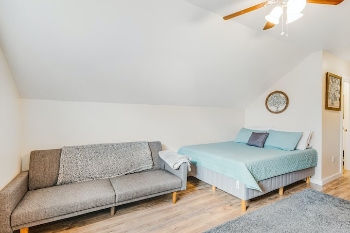 Adorable Hideaway in Downtown W/ Kitchenette, Free WiFi, & Easy Access to Trails