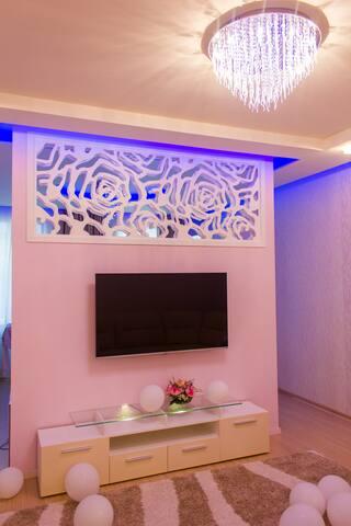 1st room - 35m2,  living room area. 1 комната - зона гостиной
