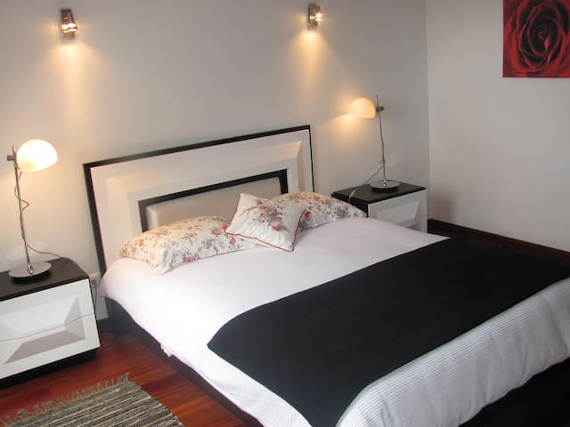 Bright 1 bedroom- great location - Ribeira Brava - Huis