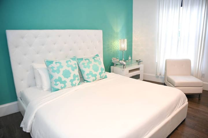 SUPERIOR KING ROOM at Ithaca Hotel of South Beach