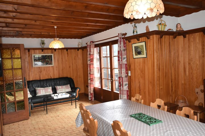 Large duplex apartment in chalet, quiet and sunny