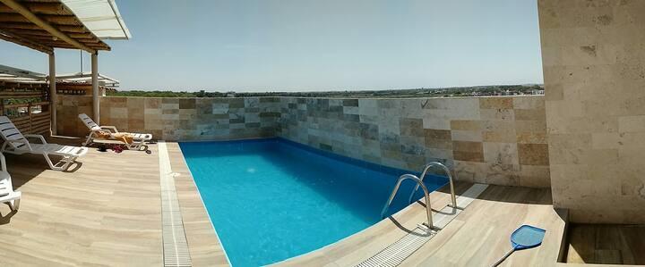 Depto. cómodo, funcional, buena piscina común, AC
