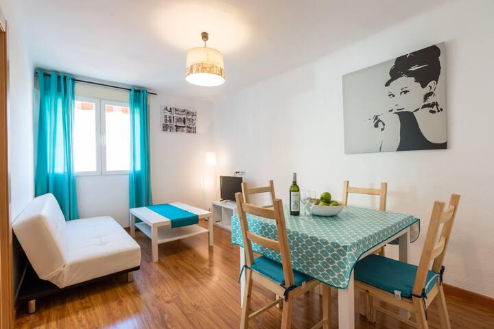 5 PLAZAS GRANADA CENTRO MUY COMODO Y COMPLETO - Granada - Apartamento