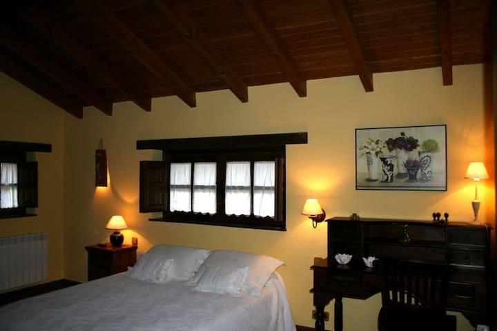 Dormitorio casa El Palacio. Baño con jacuzzi doble.