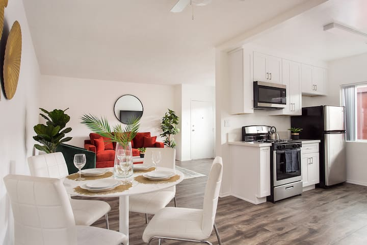 LA Pearl: BRAND NEW INTERIOR Apartment w/ Parking!