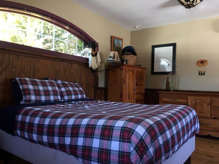 Mr Ed's Cabin - 27 acres & hot tub