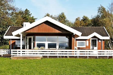 Beautiful Seaside Holiday Home in Øster Assels near Sea