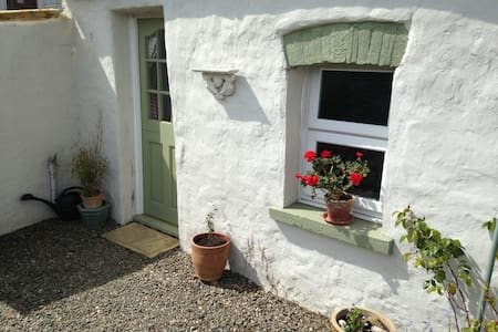 Cosy Studio next to Cottage, with Lovely Views