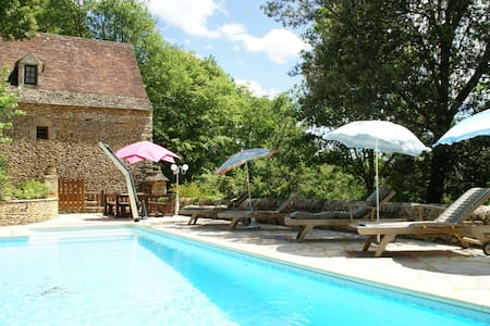 Lovely Périgord holiday home in private forest in stunning surroundings of Besse