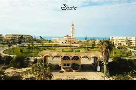 شقة مصيفية بقرية مراقيا حمامات سباحة وشاطئ بحر