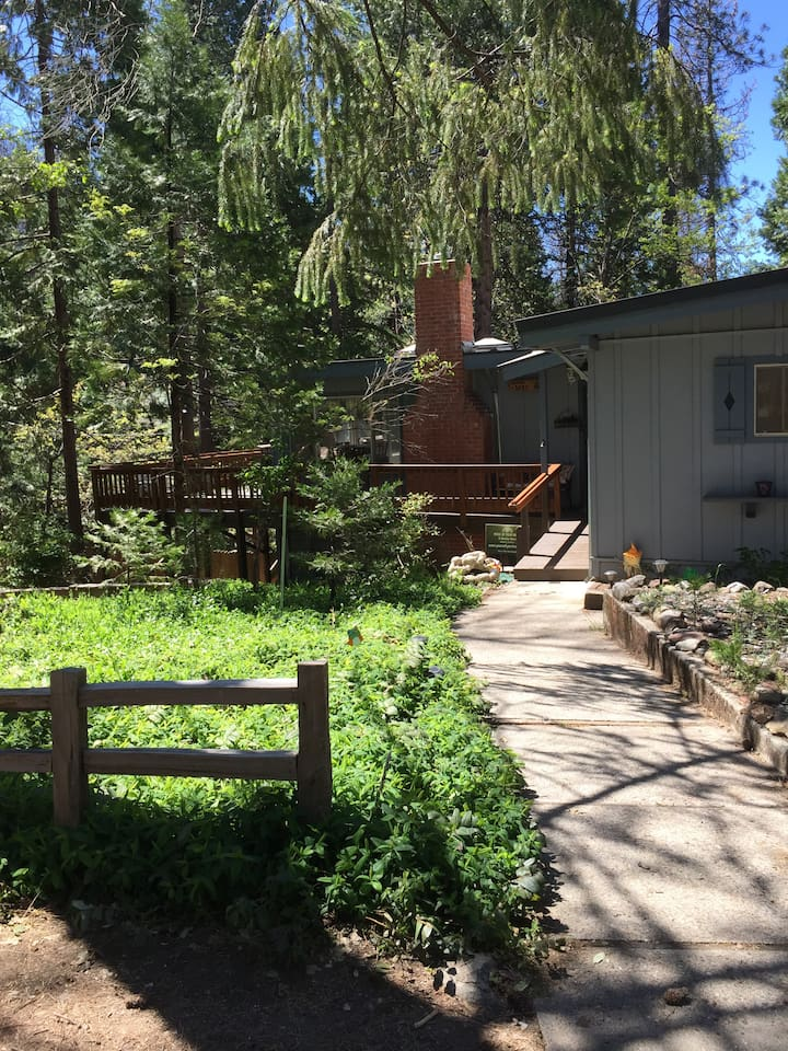 Welcome to Peace of Your Harte nestled in Sugar Pines of The Sierras!