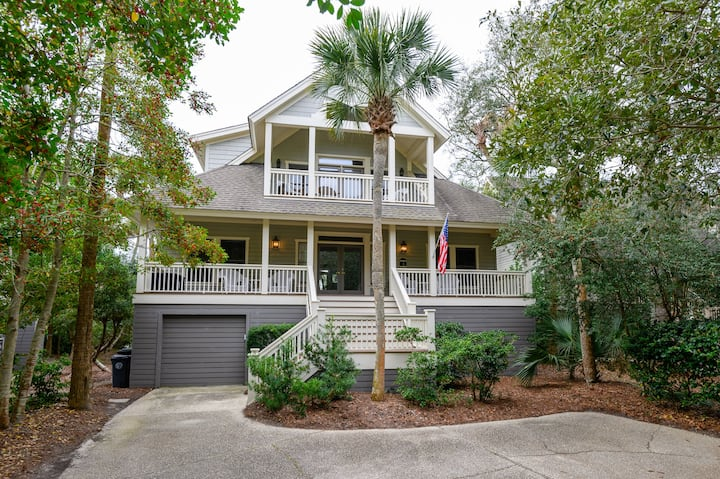 Charming home in a popular Kiawah neighborhood, community pool!