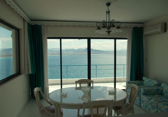Eye-catching appartment near the sea