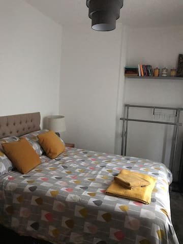 Cosy Stockport home - close to transport links!