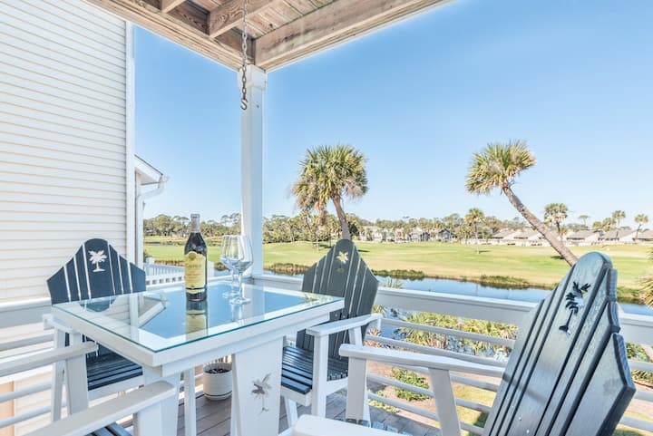 Updated home with lagoon views and wifi; amenity access available