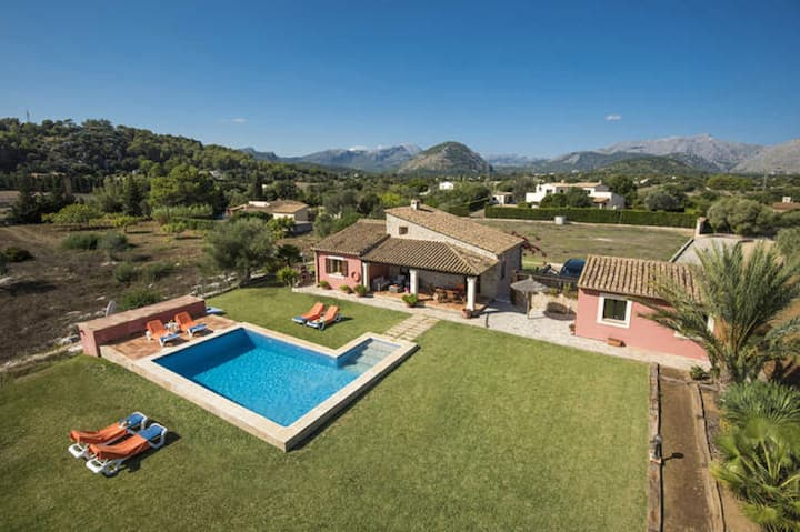 Beautiful Villa Cel with Private Pool and Great Mountain Views