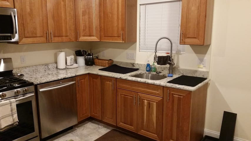 Newly Finished 2BR near Forest Park / Delmar Loop - University City - Huis
