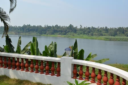 Periyar Homestay | RiverView - A/C | Cochin Aiport - Chelamattom part - Alpstuga