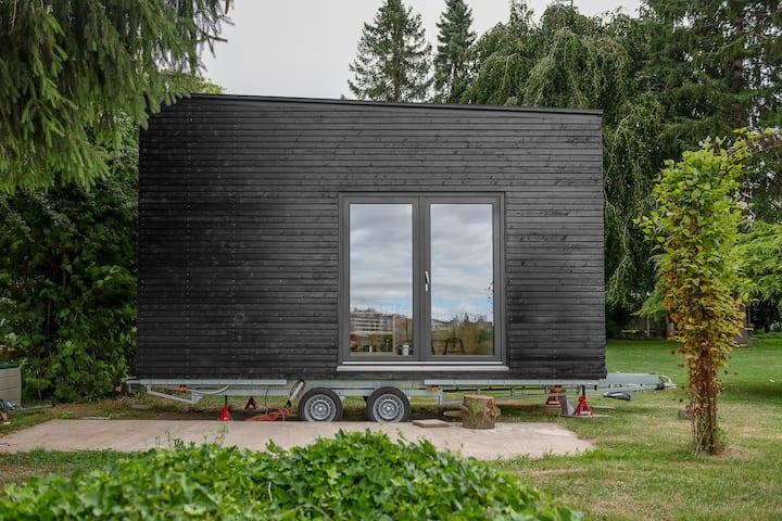 """Tiny Houses """"Kleines Schwarzes"""" Wohnen am Rhein"""