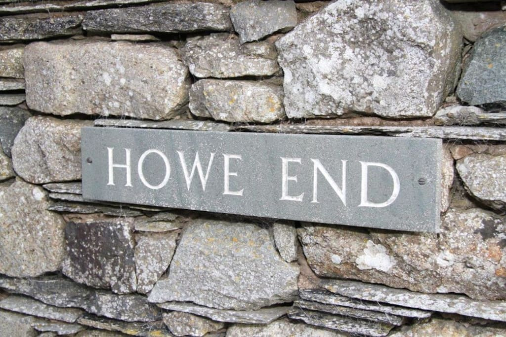 Howe End Sign