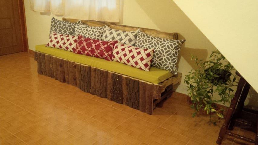 Sala: Sillón mediano, ideal para pasar un tiempo en compañía de quien amas. (Área en común)