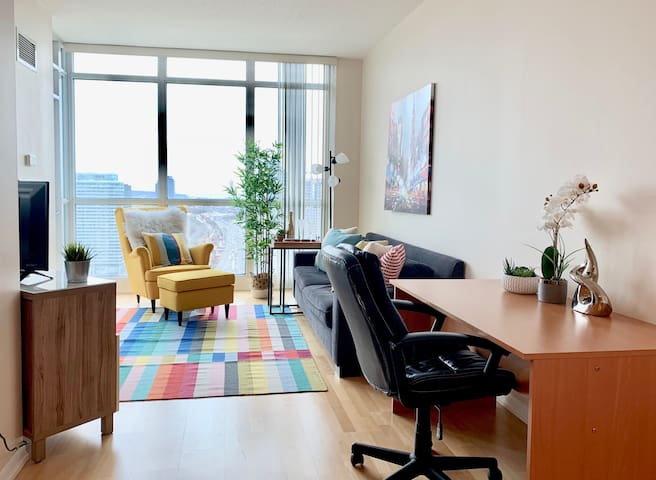 Colorful DT High-Rise 2 Bed/2 Bath - Union Station