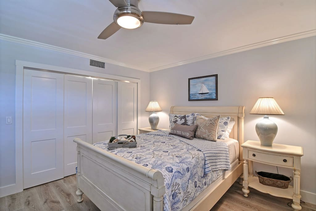 Guest room with queen and day bed