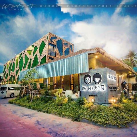 NA NA HANI HOTEL - NEXT TO EVERYTHING!!!